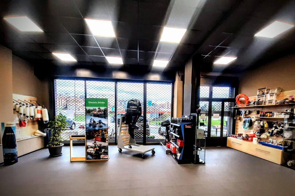 Foto de interior de la tienda de Nautika Kantauri, Gestión y mantenimiento para barcos y embarcaciones