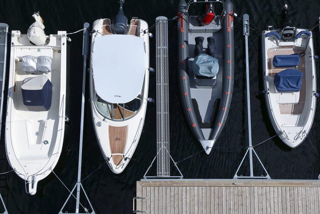 Foto aérea de barcas en el puerto, de Nautika Kantauri